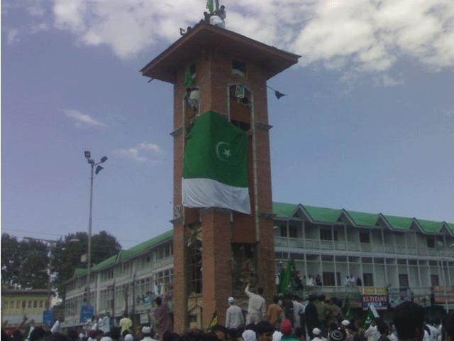 بھارتی فوج کشمیر میں پاکستانی پرچم سے خوفزدہ