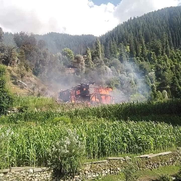 بھارتی فوج کی جانب سے لائن آف کنٹرول (ایل او سی) پر تتہ پانی سیکٹر میں شہری آبادی پر بلااشتعال فائرنگ کے نتیجے میں 2 برزگ شہری شہید ہوگئے۔