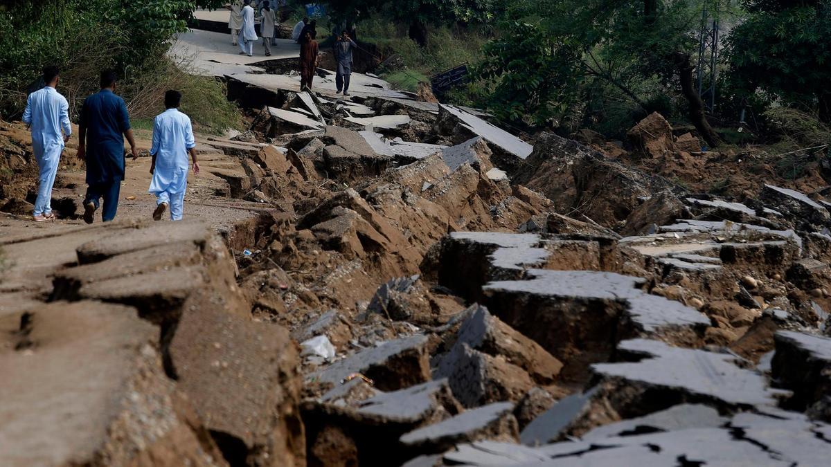 حکومت نے زلزلے میں جاں بحق افراد کے لواحقین کے لیے 10 لاکھ روپے امداد کا اعلان کردیا