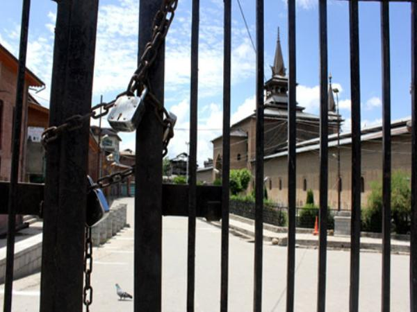 دسواں جمعہ ہے جب سرینگر کی جامع مسجد میں نماز پڑھنے کی اجازت نہیں دی گئی