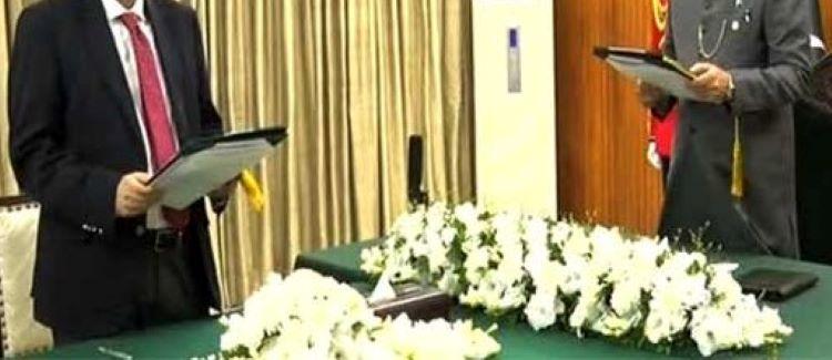 فروغ نسیم نے دوبارہ وفاقی وزیر قانون کا حلف اٹھالیا