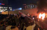 عراق میں ہنگامے: مشتعل ہجوم نےایرانی قونصل خانےپرعراقی پرچم لہرادیا