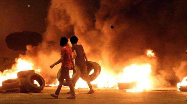 عراق: نجف میں ایرانی قونصل خانہ نذر آتش