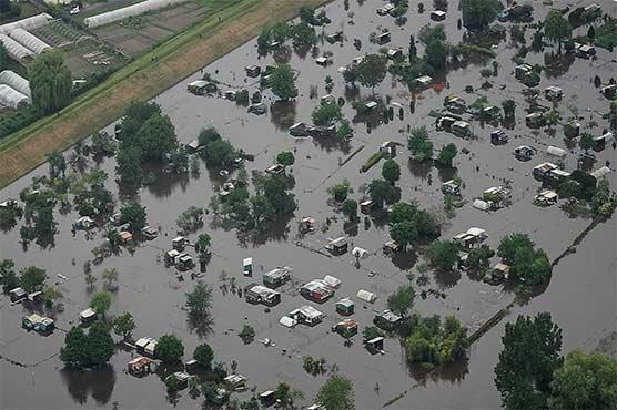 فرانس میں بارش اور سیلاب نے تباہی مچادی، ہیلی کاپٹر تباہ، ریسکیو اہلکاروں سمیت 5 ہلاک
