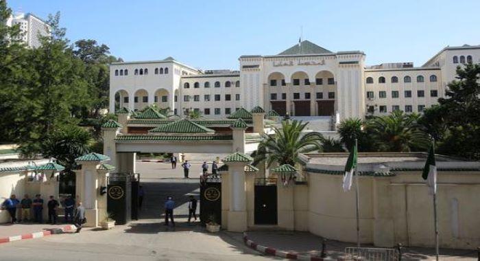 الجزائر : دو سابق وزراء اعظم کو بدعنوانیوں پر لمبی مدت کی قید کی سزائیں