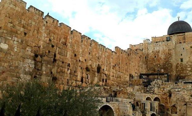 اسرائیل نے مسجد اقصیٰ کی تاریخی دیوار کی توڑپھوڑ شروع کر دی