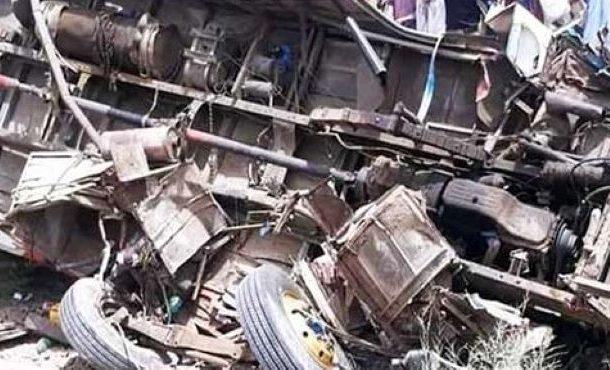 مسافروں سے بھری بس دھند کے سبب حادثے کا شکار، 30 افراد زخمی
