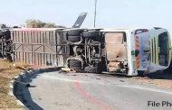 مسافر بس موٹر سائیکل سوار کو بچاتے ہوئے الٹ گئی7 مسافر جان بحق 35 زخمی