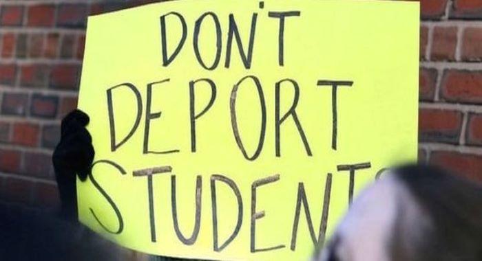 ٹرمپ انتظامیہ نے غیر ملکی طلبہ کو امریکہ بدر کرنے کی پالیسی واپس لے لی