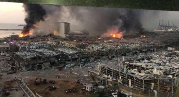 فرانسیسی صدرکا  دورہ بیروت ، لبنانیوں کا قیادت ہٹانے کے لیے مدد دینے کا مطالبہ